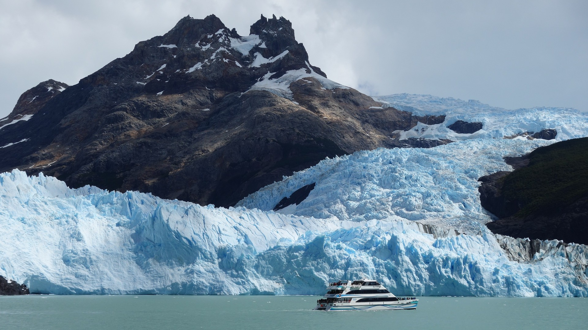 Boat tour on a glacier lake, Patagonia